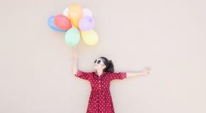 Muchacha con serie colorida de los globos Fotos de archivo libres de regalías