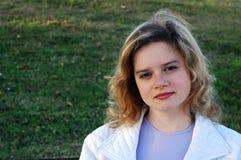 Muchacha con sonrisa ligera Imagen de archivo libre de regalías