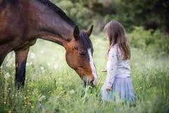 Muchacha con su amigo Imagenes de archivo