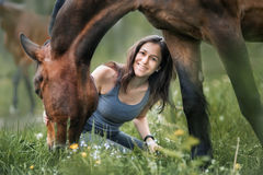 Muchacha con su amigo Foto de archivo