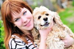 Muchacha con su animal doméstico Imágenes de archivo libres de regalías