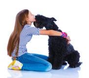 Muchacha con su Kerry Blue Terrier Fotografía de archivo