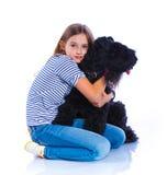 Muchacha con su Kerry Blue Terrier Fotografía de archivo libre de regalías