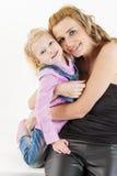 Muchacha con su madre Fotos de archivo libres de regalías