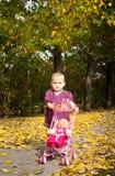 Muchacha con su muñeca Imagen de archivo