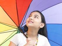Muchacha con su paraguas colorido Imágenes de archivo libres de regalías