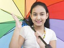 Muchacha con su paraguas del arco iris Fotografía de archivo