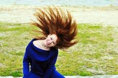 Muchacha con su pelo para arriba Fotos de archivo libres de regalías