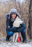 Muchacha con su perro Fotos de archivo libres de regalías