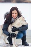 Muchacha con su perro Fotografía de archivo