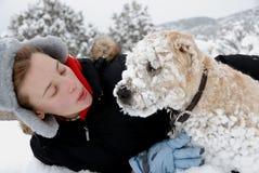 Muchacha con su perro Imágenes de archivo libres de regalías