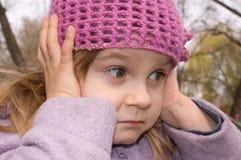 Muchacha con sus oídos cerrados Foto de archivo libre de regalías