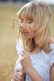 Muchacha con trigo Fotografía de archivo libre de regalías