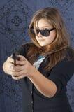Muchacha con un arma Foto de archivo libre de regalías