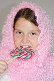 Muchacha con un caramelo fotos de archivo libres de regalías