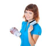 Muchacha con un de la tarjeta de crédito y un manojo de la interdicción Imagen de archivo libre de regalías