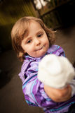 Muchacha con un helado Imágenes de archivo libres de regalías