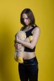 Muchacha con un juguete - mono Imagen de archivo
