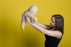 Muchacha con un juguete - mono Fotografía de archivo libre de regalías