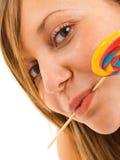 Muchacha con un lollipop Foto de archivo