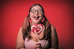 Muchacha con un lollypop Imagen de archivo