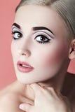 Muchacha con un maquillaje gráfico de la calidad Fotografía de archivo libre de regalías