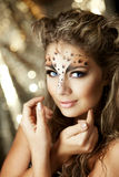 Muchacha con un maquillaje inusual como leopardo fotografía de archivo libre de regalías