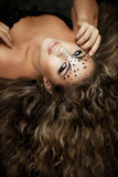 Muchacha con un maquillaje inusual como leopardo foto de archivo