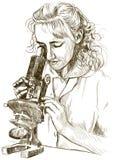 Muchacha con un microscopio Imagen de archivo