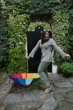 Muchacha con un paraguas del arco iris Foto de archivo libre de regalías