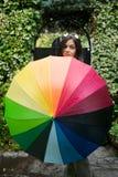 Muchacha con un paraguas del arco iris Imagen de archivo