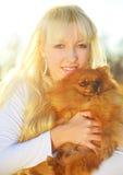 Muchacha con un perro Foto de archivo