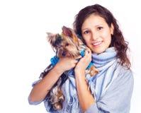Muchacha con un perro Foto de archivo libre de regalías