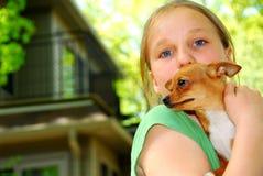 Muchacha con un perro Imágenes de archivo libres de regalías