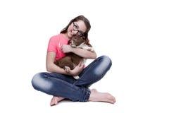Muchacha con un perro de perrito del border collie Fotos de archivo libres de regalías