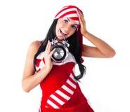 Muchacha con un reloj de alarma Imagenes de archivo