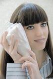 Muchacha con un shell Foto de archivo libre de regalías