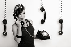 Muchacha con un teléfono de la vendimia Fotografía de archivo