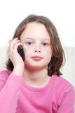 Muchacha con un teléfono móvil Imágenes de archivo libres de regalías