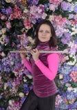 Muchacha con un tubo en las manos de Foto de archivo libre de regalías