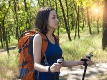 Muchacha con una acampada de la mochila Imagen de archivo libre de regalías