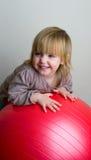 Muchacha con una bola Imagen de archivo libre de regalías