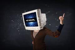 Muchacha con una cabeza del monitor y ninguna señal Fotografía de archivo libre de regalías