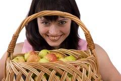 Muchacha con una cesta de manzanas Imágenes de archivo libres de regalías
