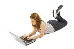 Muchacha con una computadora portátil Imágenes de archivo libres de regalías