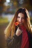Muchacha con una flor Imagenes de archivo