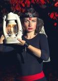 Muchacha con una linterna Imagen de archivo libre de regalías