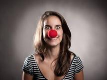 Muchacha con una nariz del payaso Imagen de archivo