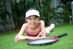 Muchacha con una raqueta de tenis Imagen de archivo