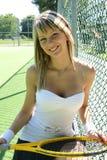 Muchacha con una raqueta de tenis Fotografía de archivo